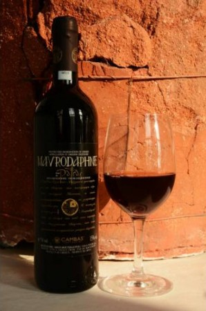This sweet red wine has intense dark fruit bouquet of blackberry and blueberry, followed by sweet aromas of dried figs, plums and chocolate.